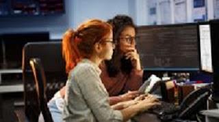 النساء في التكنولوجيا: لا يزال النجاح معلقًا على العلاقات والامتياز
