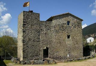 Juvinyà, castillo coetáneo al de Bellvís