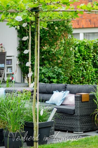 Lieblingsecke Outdoor : Gestaltung der Terrasse mit Platanen und Lounge im Garten