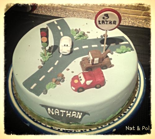 tort dla chłopca z samochodami