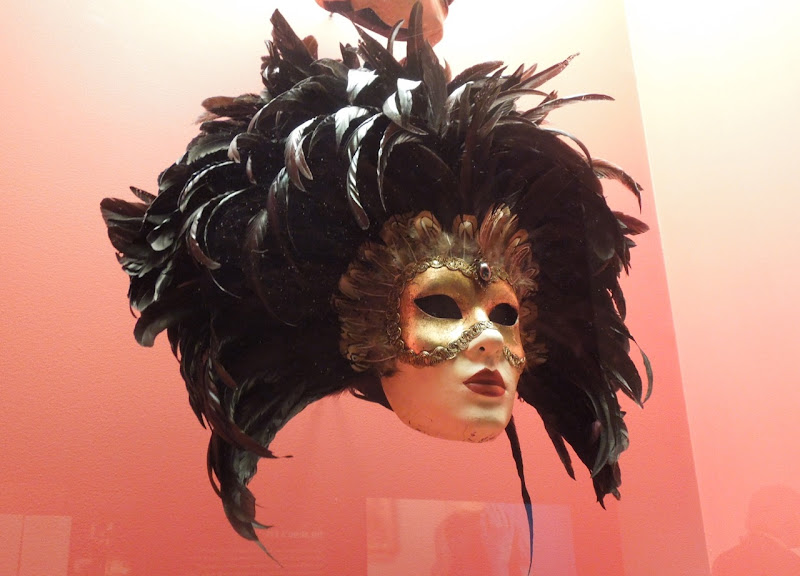 Eyes Wide Shut feathered mask