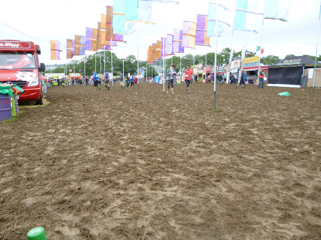 glastonbury mud 2013