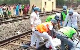 Falaknuma Express की चपेट में आने से तीन रेलकर्मियों की मौत