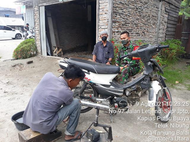 Dengan Cara Komsos Dengan Pengusaha Bengkel Sepeda Motor Personel Jajaran Kodim 0208/Asahan Jalin Silaturahmi