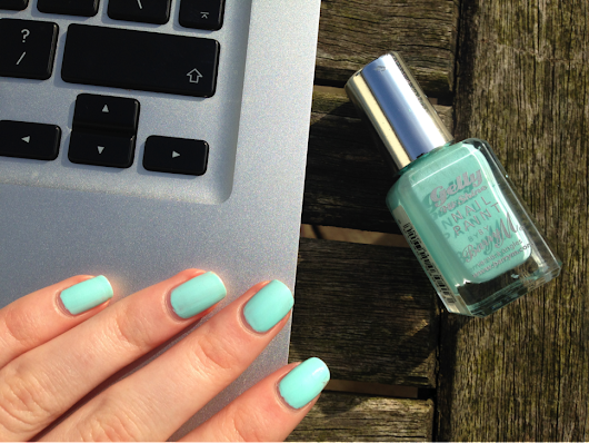 Spring shade lovin'- Barry M Sugar Apple