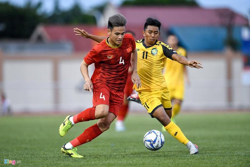 Thương hiệu Nhật Bản cũng được hậu vệ Đỗ Thanh Thịnh và Hồ Tấn Tài sử dụng. Ở trận bán kết gặp Campuchia, Thanh Thịnh chơi trọn 90 phút trong khi Hồ Tấn Tài ngồi dự bị.