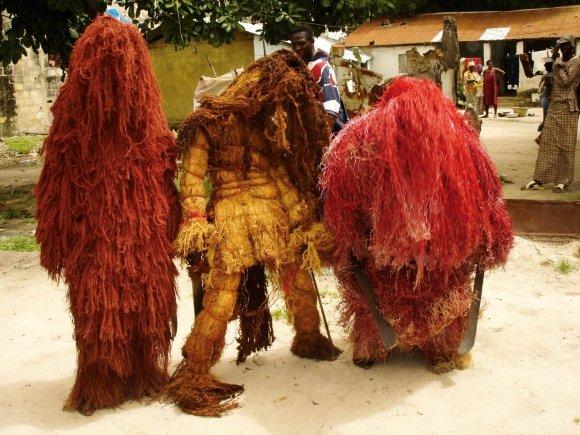 Kankourang, le gardien du temple : Culture, Kankourang, personnage, gardien, mythique, valeurs, temple, roi, Bois, sacré, rite, masque, fibres, rouges, chants, danses, mandingues, Casamance, Mbour, LEUKSENEGAL, Dakar, Sénégal, Afrique