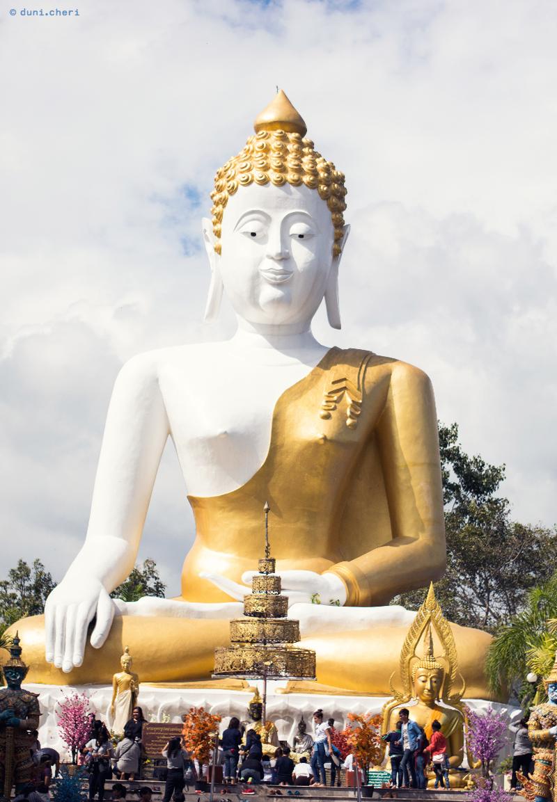 chiang mai wat phra that doi kham grosser buddha