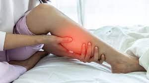 रात भर सोते समय आपके पैरों में भी होता है दर्द तो करें ये आसान उपचार