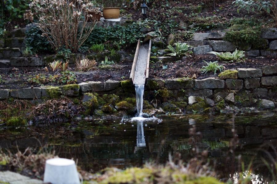 Blog + Fotografie by it's me! - Instatreffen bei Katies Home - Wasserlauf zum Teich