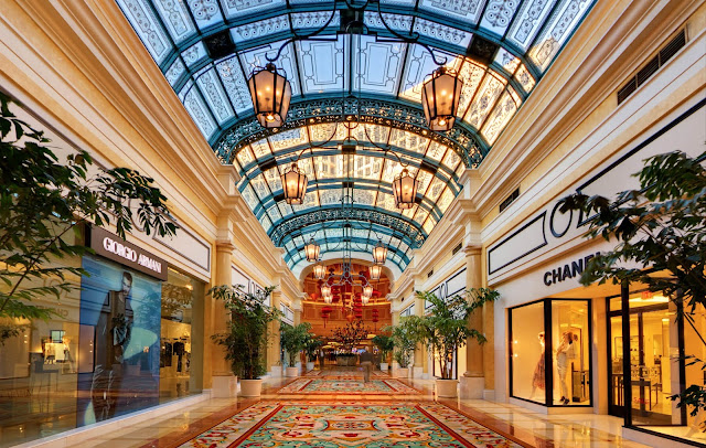 luxury hotel design glass windows ceiling Las Vegas