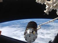 HTV-4 w trakcie przechwycenia manipulatorem SSRMS na ISS z 09.08.2013 r. Credit: NASA