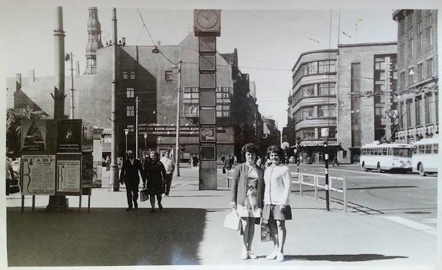 1976 год. Рига. На улице Ленина возле часов