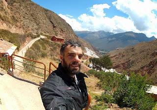 Pose para foto nas Salineras de Maras / Peru.