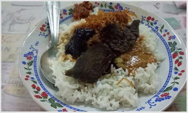 nasi campur;Rumah Makan Budi Luhur atau Nya Letek;10 Top Kuliner Bangkalan
