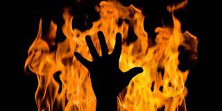 http://cdn.klimg.com/vemale.com/headline/650x325/2013/08/kasus-aneh-manusia-terbakar-sendiri-benarkah-karena-kutukan.jpg