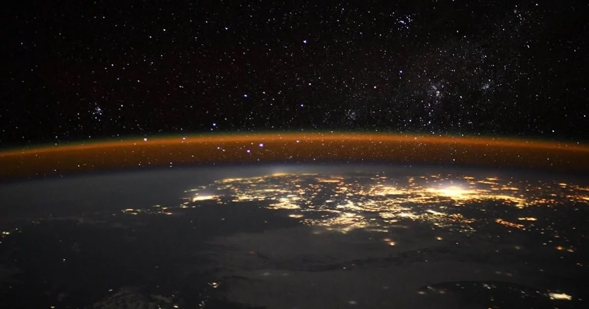 European Space Agency Astronaut Takes Photo Capturing The Earth's Mesmerising Airglow
