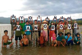 Aksi tanam mangrove warga Desa Cendi Manik