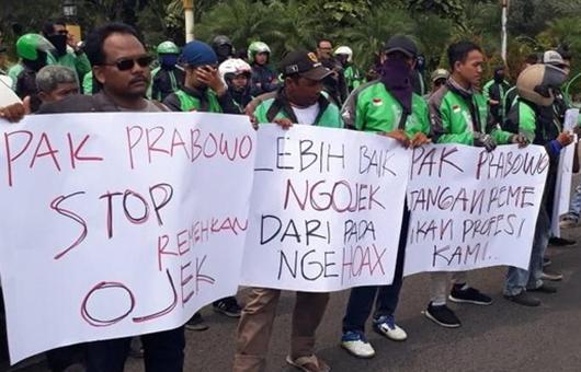 Unjuk Rasa Ojol di Surabaya: 'Lebih Baik Ngojek daripada Nge-Hoax'