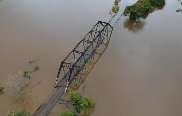 BR-425 permanece interditada para manutenção na ponte sobre o Ribeirão