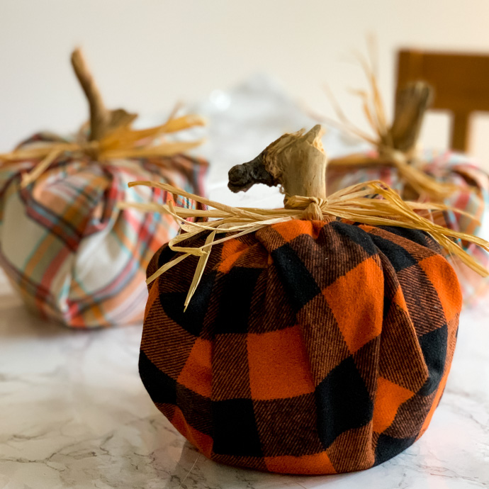 5 minute DIY - plaid pumpkins using toilet paper rolls