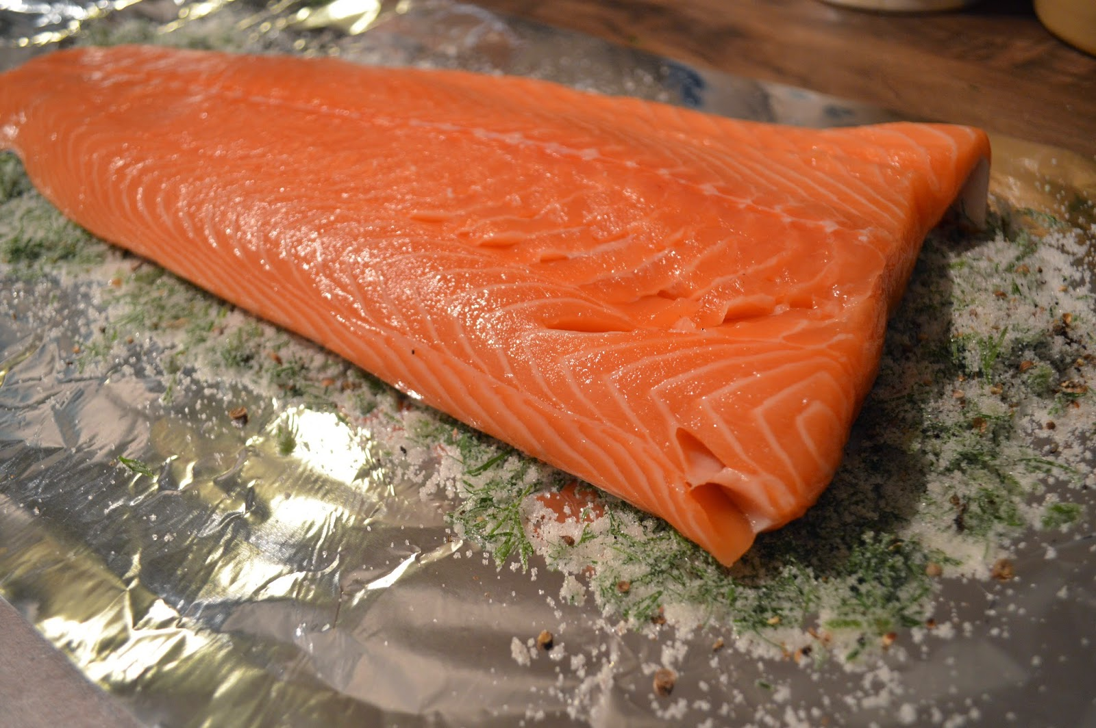 cure mix for salmon, how to make gravlax at home, gingey bites fish