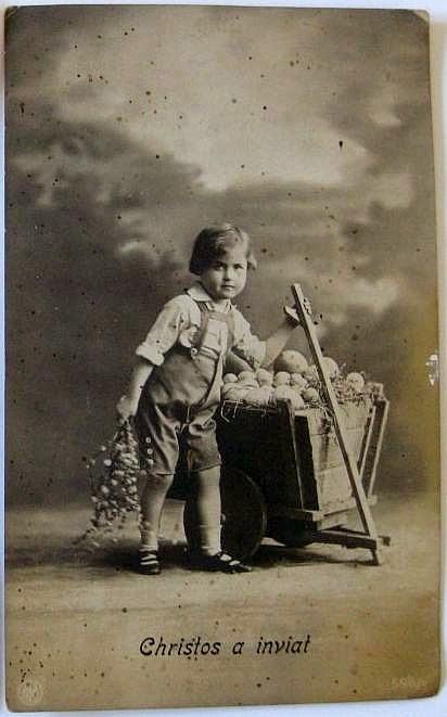 copil cu oua de Paste - Carte postala ilustrata vintage anii 20 - christos a inviat