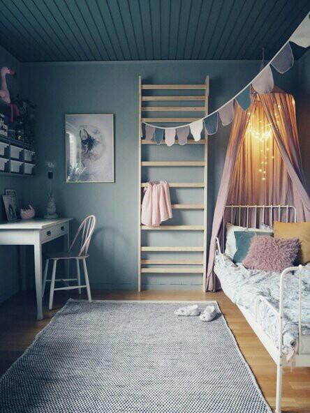 Bedroom for a teenage girl