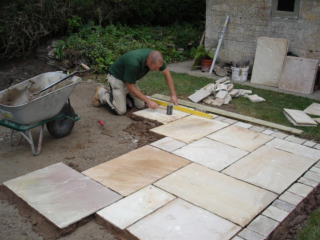 Landscaping for Dummies: How to lay a Stone Patio