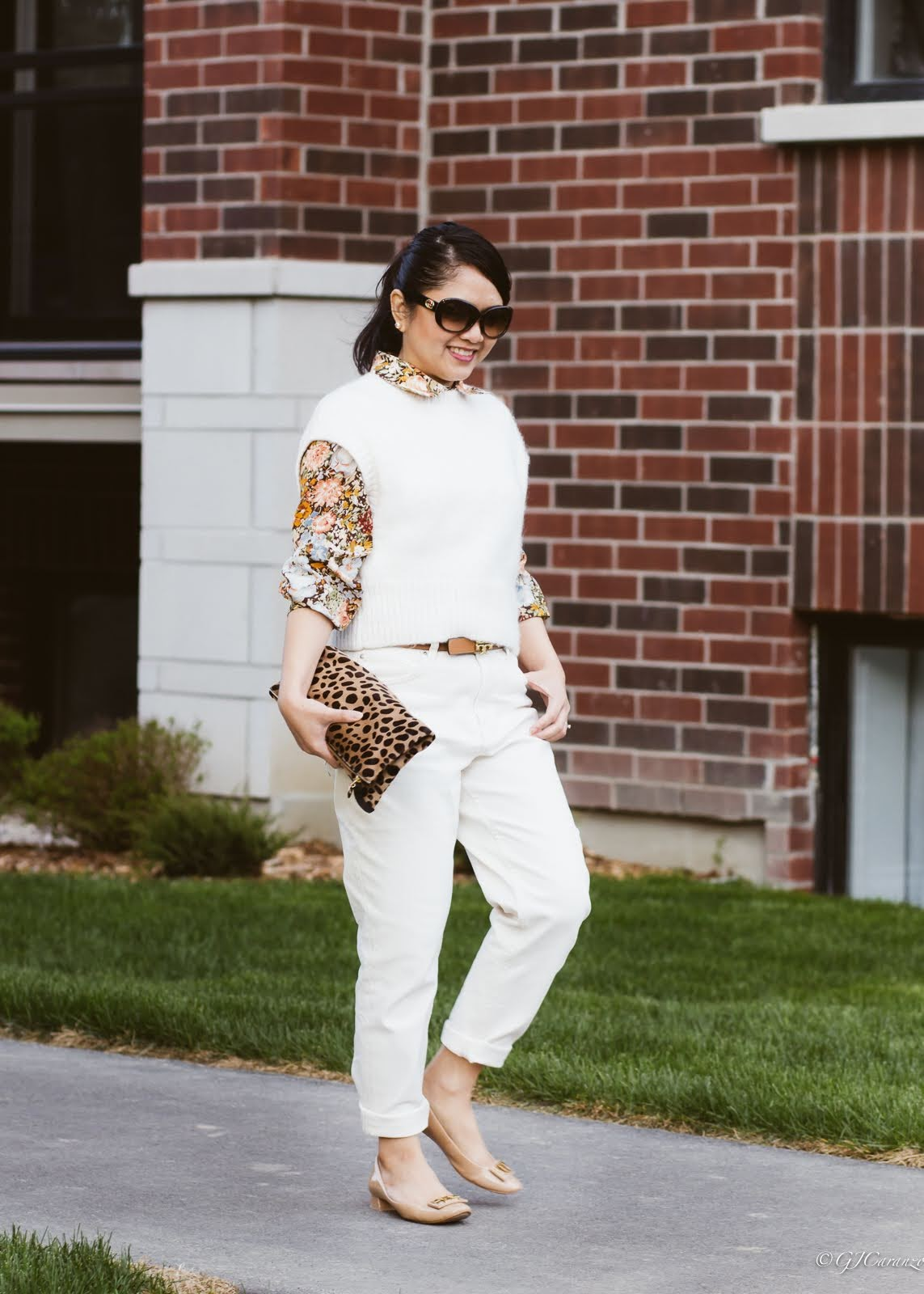 petite styling: mom fit jeans