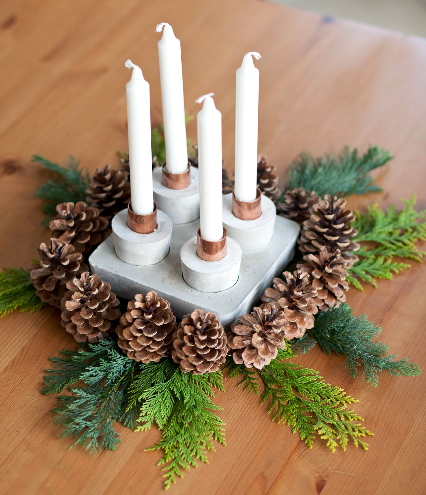 diy weihnachten ein adventkranz aus beton mit kupfer. Black Bedroom Furniture Sets. Home Design Ideas