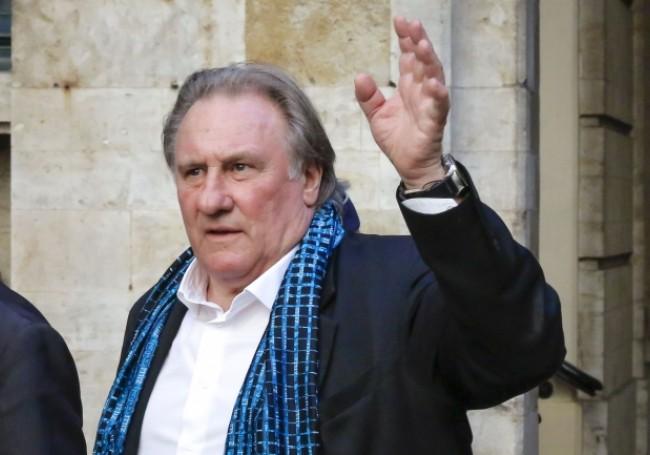 """Pourquoi Gérard Depardieu n'a """"pas trop envie"""" de rencontrer Emmanuel Macron?"""