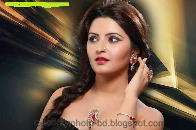 Bangladeshi New Model Pori Moni's Hot Photos In Sexy Saree 2014