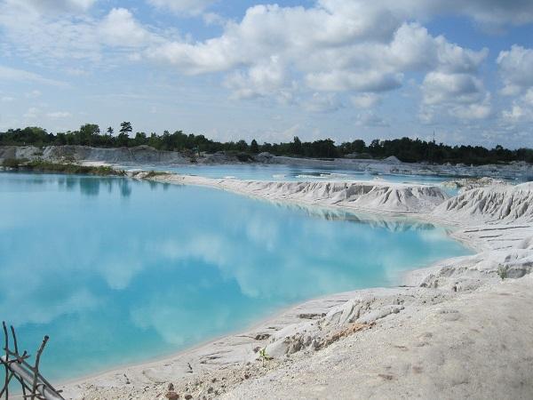 danau kaolin liburan ke bangka belitung dengan traveloka xperience