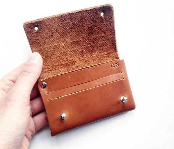 Etsy Design Awards, le mini portefeuille en cuir Léonny Cha, catégorie Collaborations Créatives