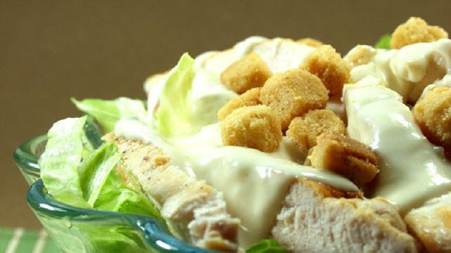 Salada Caesar (Imagem: Reprodução/Getty Images)