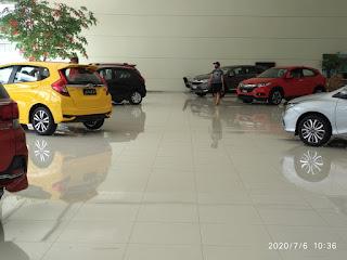 Beberapa varian mobil Honda: Honda Mobilio, Honda Jazz, Honda Brio, Honda CRv di Dealer