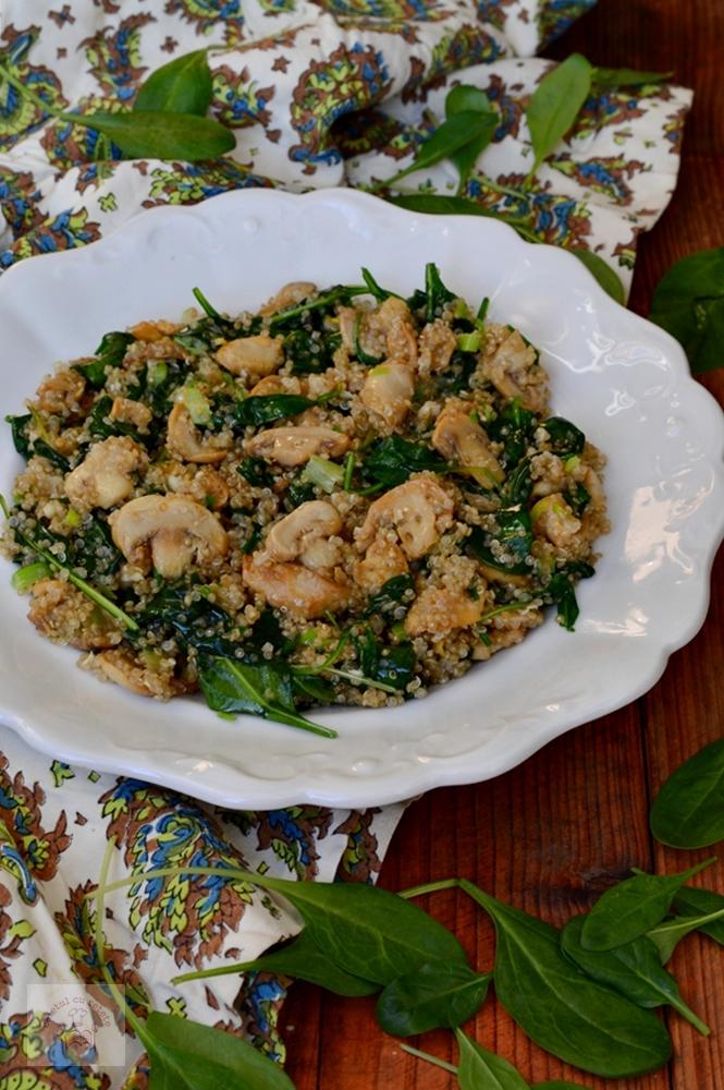 http://www.caietulcuretete.com/2016/01/ciuperci-cu-quinoa-si-spanac.html