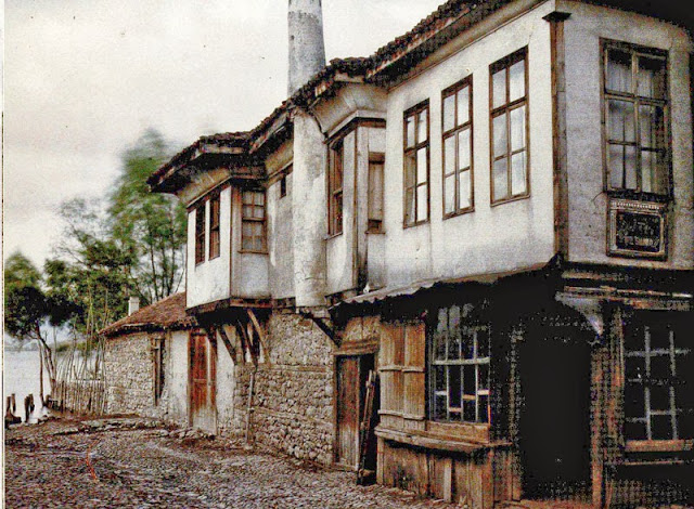 """The hotel Thessaloniki or Solun which, among the inhabitants of Ohrid, was known as """"Kaj Baba Kata"""". Katerina Zarceva was the owner of this hotel built around the end of the 19th century., Ohrid in 1913"""