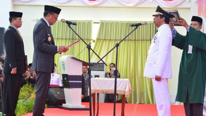 Nurdin Abdullah Lantik Sekda Barru Jadi Wakil Bupati