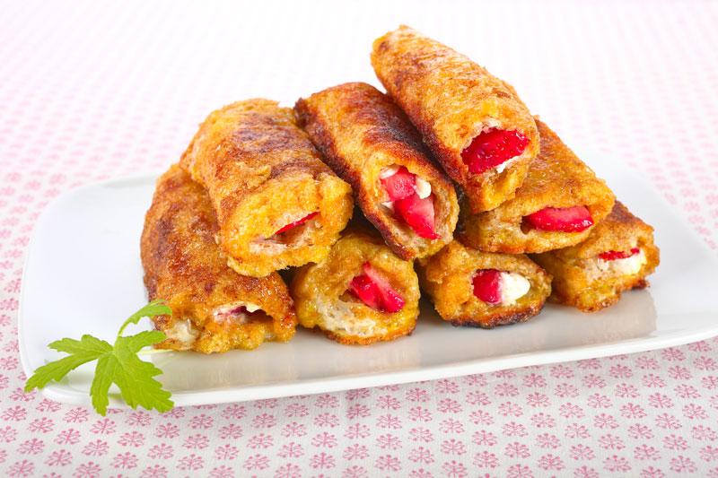 Toast- Röllchen mit Erdbeeren- French Toast Roll Up( Straßenerneuerung Teil 1)