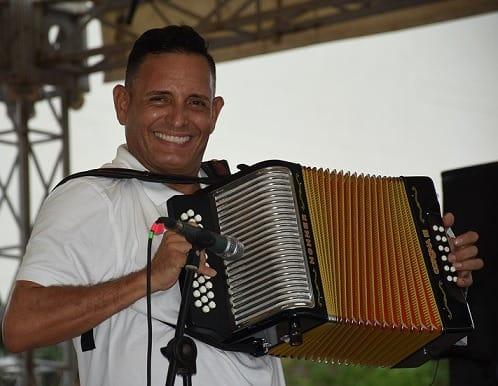 El acordeonero Julián Rojas, viajará a Cuba para continuar con su rehabilitación por su adicción a las drogas