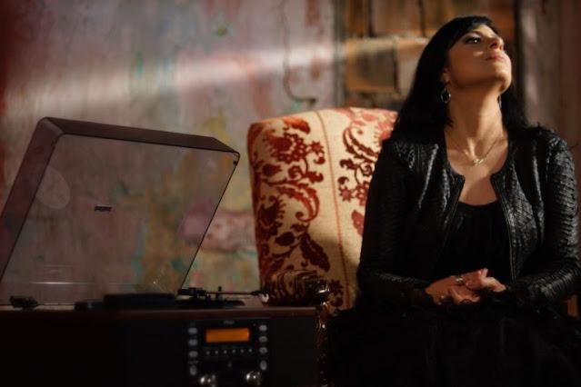 "Fernanda Brum lança lyric video de música inédita: ""Lavar Teus Pés"""