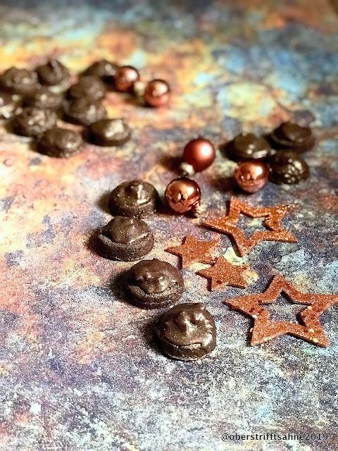 Weihnachtsplätzchen mit Kakao