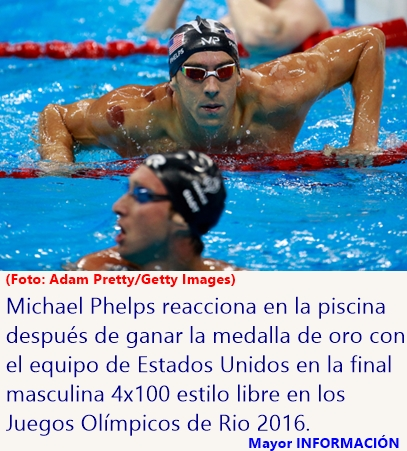 Phelps y sus compañeros festejan el oro en la prueba masculina 4x100 metros libres en los Juegos de