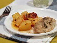 Cartofi la cuptor cu pui in vin alb si ierburi de Provence