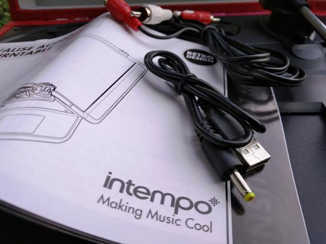 Intempo Valise Audio Wireless Retro Turntable Speaker With