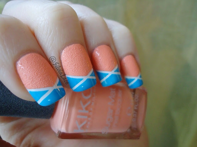 Silvia Lace Nails: Summer tape manicure