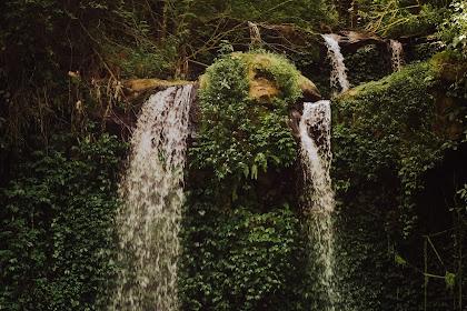 Menikmati Sejuknya Air Terjun Grejengan Kembar