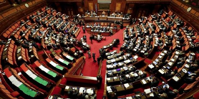 Ιταλία: Μειώνεται κατά 25% ο αριθμός βουλευτών-γερουσιαστών